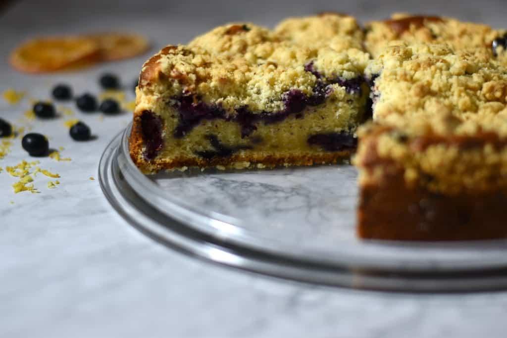 lemon blueberry cake with crumble