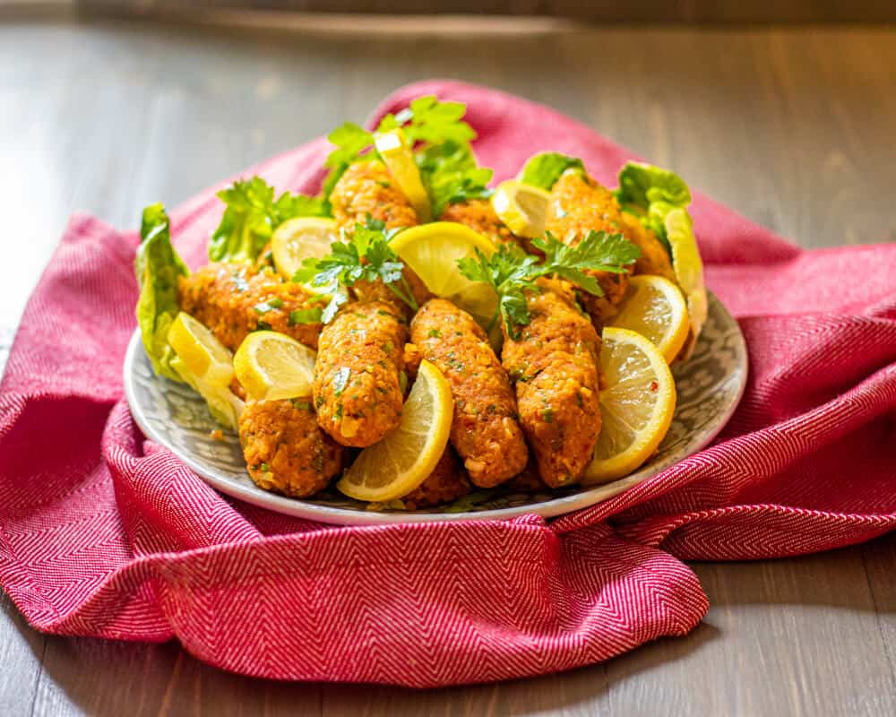 mercimek kofte lentil balls served with lettuce and lemon slices