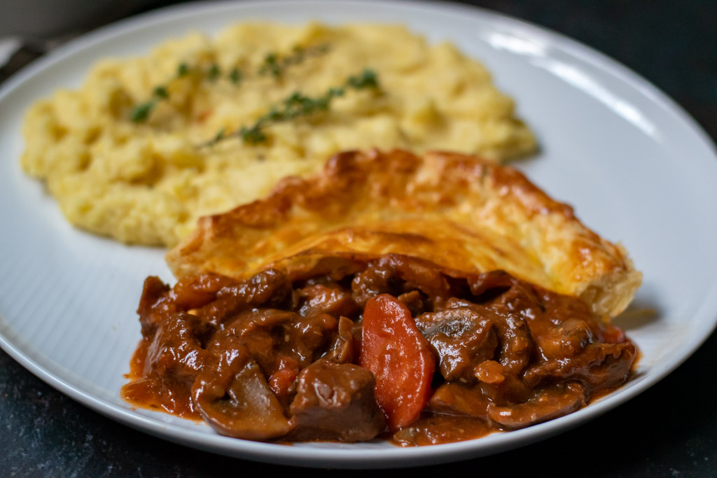 steak and mushroom pie with mashed potatoes